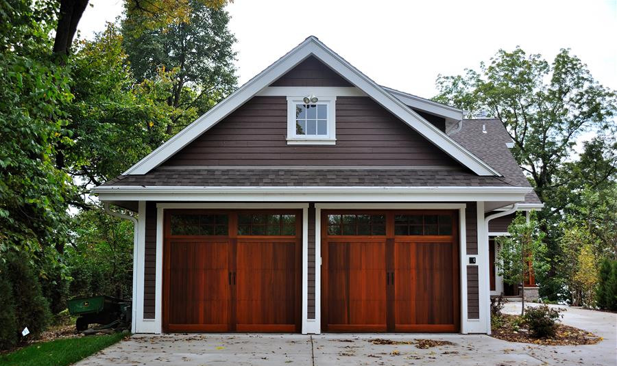 wood-look-garage-doors-e1423709745808